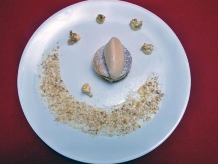 Apfelcrème mit Brioche-Chips, Salz-Karamell-Eis und Popcorn - Rezept