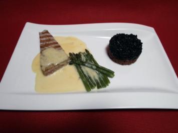 Gegrillter Thunfisch auf  einer Beurre Blanc mit grünem Spargel und einem Duett vom Reis - Rezept