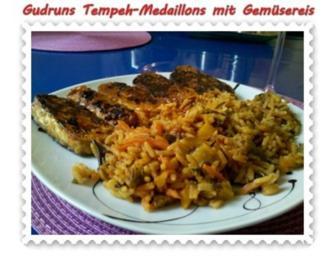 Vegetarisch: Tempeh-Medaillons mit Gemüsereis - Rezept
