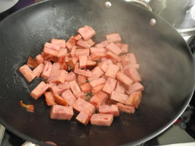 Unter 30 Minuten : Makkaroni - Wurst - Pfanne mit Möhren-Zucchini-Salat - Rezept - Bild Nr. 7