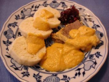 Sauerbraten mit tschechischen Knödeln und Sauerrahmsauce - Rezept