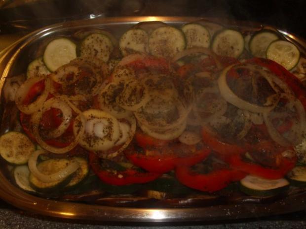 Warme Gemüseplatte mit Basilikum Brötchen - Rezept