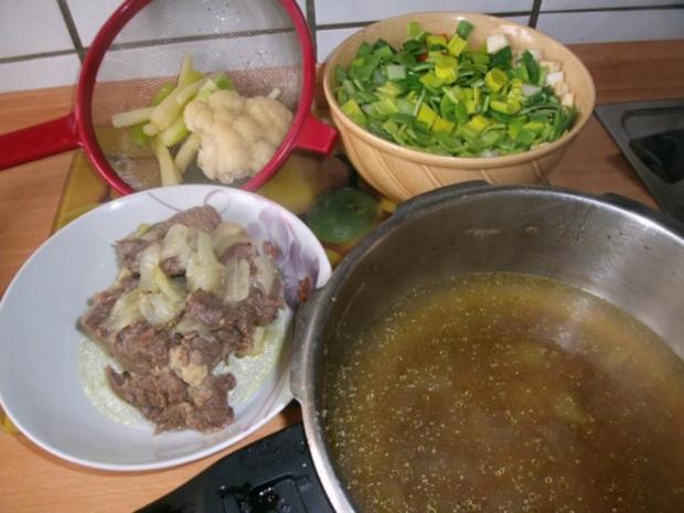 Klare Rindfleischsuppe mit Gemüse und Nudeln - Rezept - Bild Nr. 3