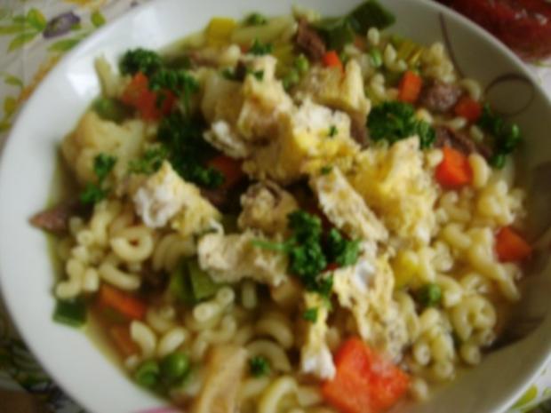 Klare Rindfleischsuppe mit Gemüse und Nudeln - Rezept - Bild Nr. 9