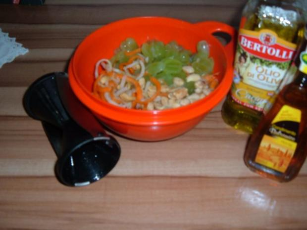 Salate : Möhren - Kohlrabi - Trauben - Rezept - Bild Nr. 3