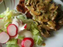 Steaks mit Champignons und buntem Salat - Rezept