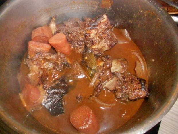 Schweinenackenbraten mit Rotkohl und Salzkartoffeln - Rezept - Bild Nr. 2