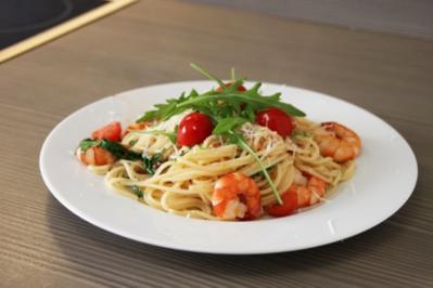 Spaghetti in Proseccosauce mit Garnelen,Rucola und Cherrytomaten - Rezept