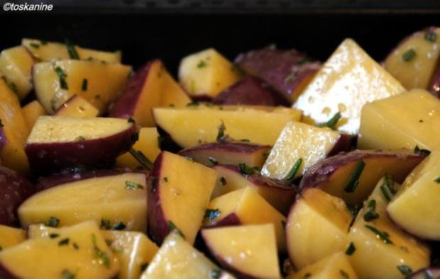 Süss-scharfe Hähnchenbrust, Ofen-Rosmarin-Kartoffeln, bunte Ofentomaten - Rezept - Bild Nr. 5