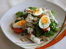 Broccoli mit Ei und Knoblauchsoße - Rezept