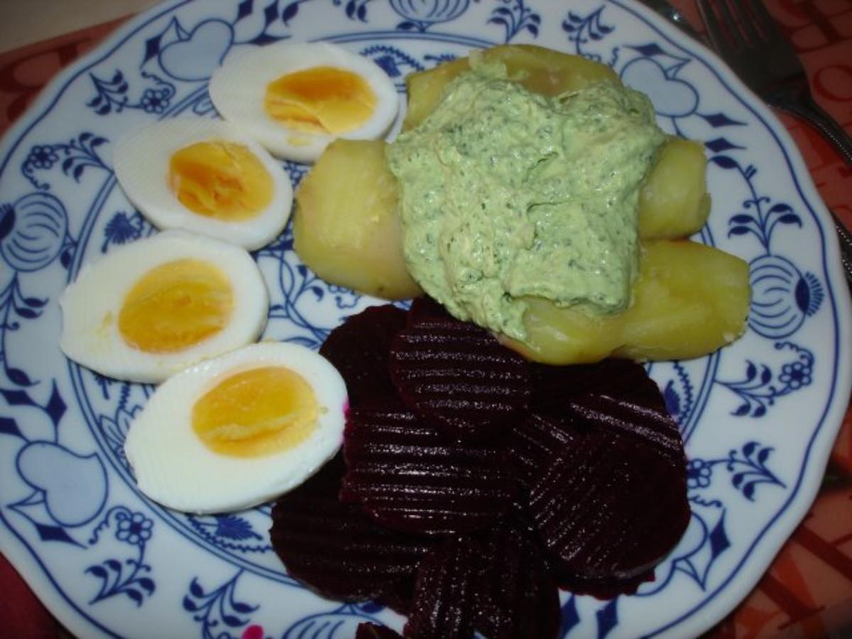 frankfurter gr ne sauce mit gekochten eiern pellkartoffeln und rote bete rezept. Black Bedroom Furniture Sets. Home Design Ideas