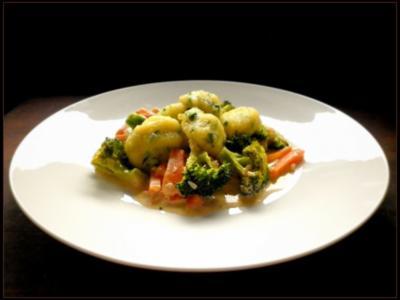 Bärlauch - Gnocchi und Broccoli-Karotten-Gemüse - Rezept