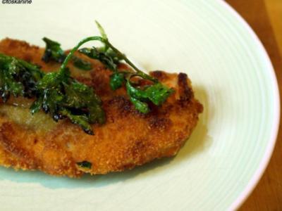 Süss-scharfe Hähnchenschnitzel mit frittierter Petersilie - Rezept