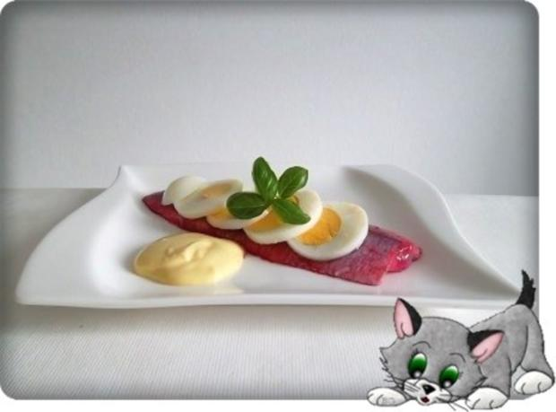 Rote Matjesfilets mit Eierscheiben - Rezept