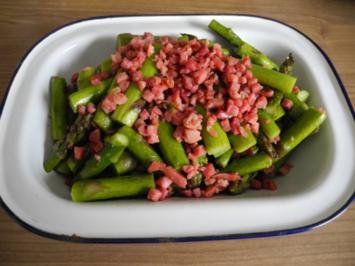 Gemüsebeilage : Grünen Spargel mit gewürfeltem Speck - Rezept