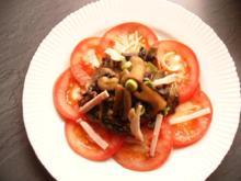 Champignonsalat auf Tomatencarpacchio - Rezept