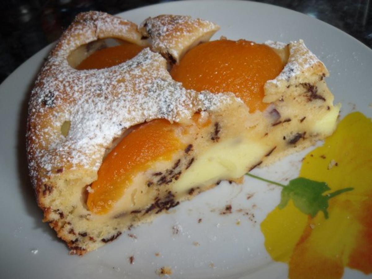 Kuchen mit pudding und weintrauben