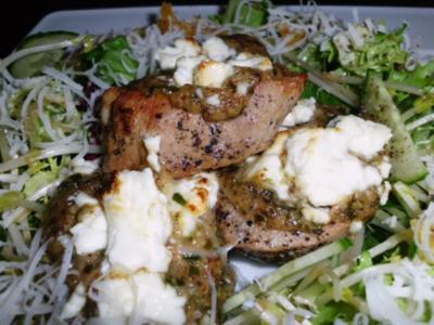 Schweinefilet, überbacken mit Estragon-Senf und Schafskäse, dazu Salat mit Orangen - Rezept