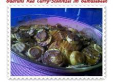 Auflauf: Red Curry-Schnitzel im Gemüsebeet - Rezept