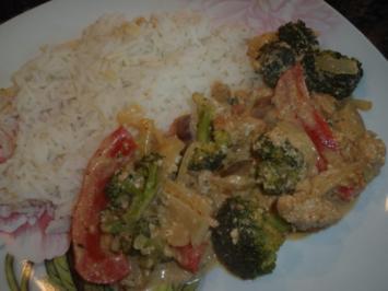 Tofu und Gemüse in Erdnuss-Kokos-Soße - Rezept