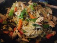 Mie-Nudeln mit asiatischem Gemüse und Hühnerbrustfilet - Rezept