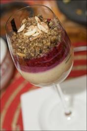 Mandelcreme mit karamelisierten Himbeeren und Mandelcrumble - Rezept