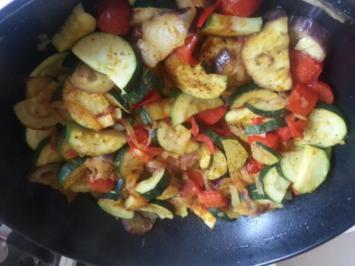 Mediteranes Gemüse aus dem Wok mit Salzkartoffeln für Veganer - Rezept