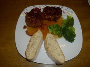 Frikadellen mit Zwiebelsauce - Rezept