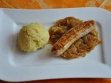 Salsiccia mit Kartoffel-Olivenöl-Stampf und Balsamicozwiebeln - Rezept
