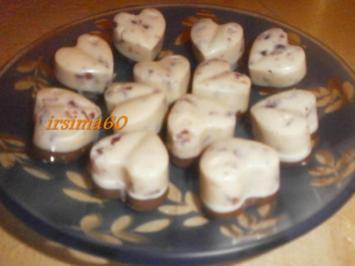 Weiße Amaretto Pralinen mit Cranberrys - Rezept