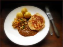 Polnische Soße mit Sauerkraut, Pellkartoffeln und Sellerieschnitzel - Rezept