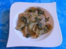 Vegetarisch:Steinpilzravioli mit Rucola- Ricotta-Füllung mit Salbeibuter - Rezept