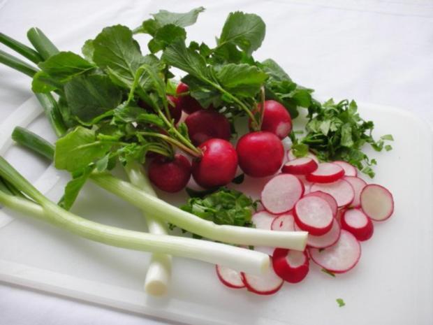 ~✿~  Radieschensuppe mit Gänseblümchen  ~✿~ - Rezept - Bild Nr. 4