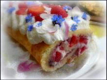 Erdbeer-Rhabarber-Biskuitrolle - Rezept