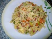 Nudelpfanne mit Gemüse, Schinken und Ei - Rezept