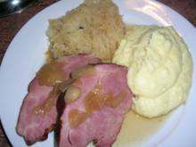Schweinenackenbraten NT gegart mit karamellisiertem Sauerkraut und Kartoffelpü - Rezept