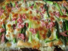 Blätterteigpizza mit grünem Spargel und Schinken - Rezept