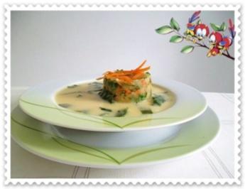 Kohlrabi Cremesuppe mit buntem Gemüsetürmchen - Rezept