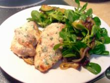 Gefüllte Hähnchenbrust mit herzhaft-süßem Feldsalat - Rezept