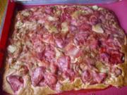 Blechkuchen mit Rhabarber-Erdbeer-Kompott - Rezept