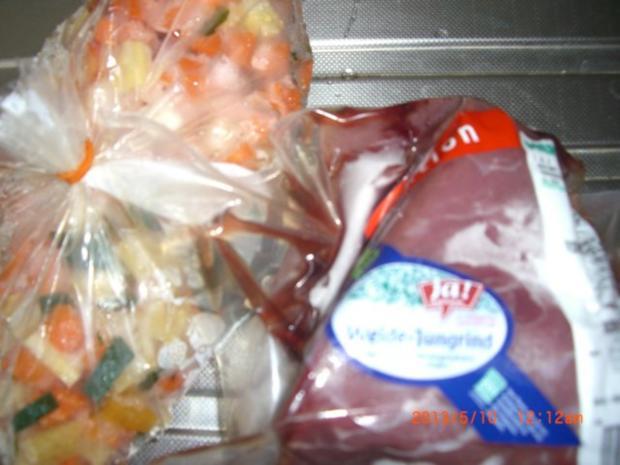 Rindsrouladen aus Bio- Rind mit Putenschinken u. Essiggurkerl gefüllt m.Kapernwurzelsauce - Rezept - Bild Nr. 2