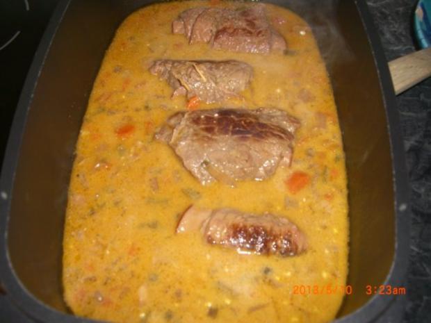 Rindsrouladen aus Bio- Rind mit Putenschinken u. Essiggurkerl gefüllt m.Kapernwurzelsauce - Rezept - Bild Nr. 7