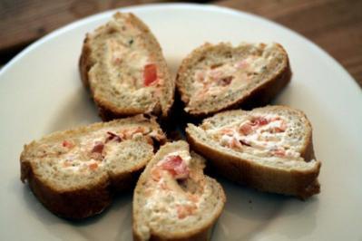 Baguette, gefüllt mit Frischkäse-Räucherlachs-Creme - Rezept