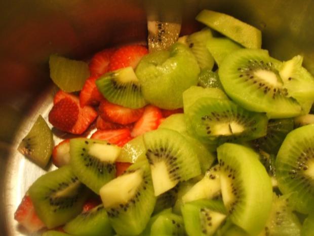 Vorrat: Erdbeer-Kiwi-Sirup + Erdbeer-Kiwi-Marmelade - Rezept - Bild Nr. 4