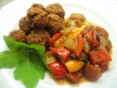 Fleisch: Kräuter-Hackbällchen auf Schmorgemüse - Rezept
