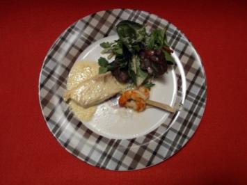 Wildkräutersalat mit Steinbutt und Riesengarnele auf Safranschaum - Rezept