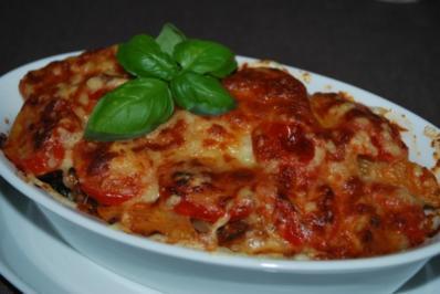 Annis geschichteter Nudelauflauf mit Hack-Tomaten-Sauce und Zucchini - Rezept