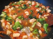 Sweet Chili Nudeln mit Hähnchenbrust und Gemüse - Rezept
