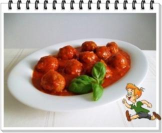 Fleischbällchen aus Bratwurst in spezieller Tomatensauce - Rezept