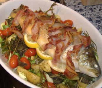 Saibling auf Spargel-Kartoffel-Tomaten-Geröstel - Rezept
